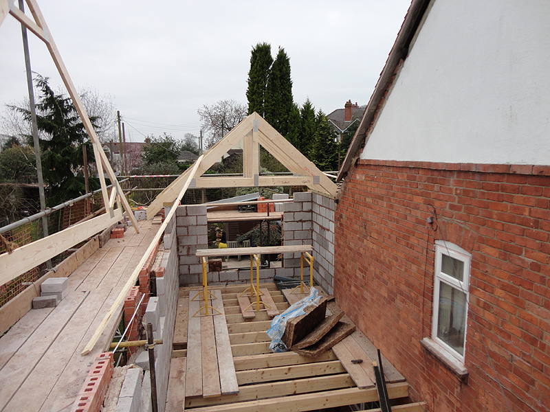 Installing trusses garage free software and shareware for Roof trusses installation